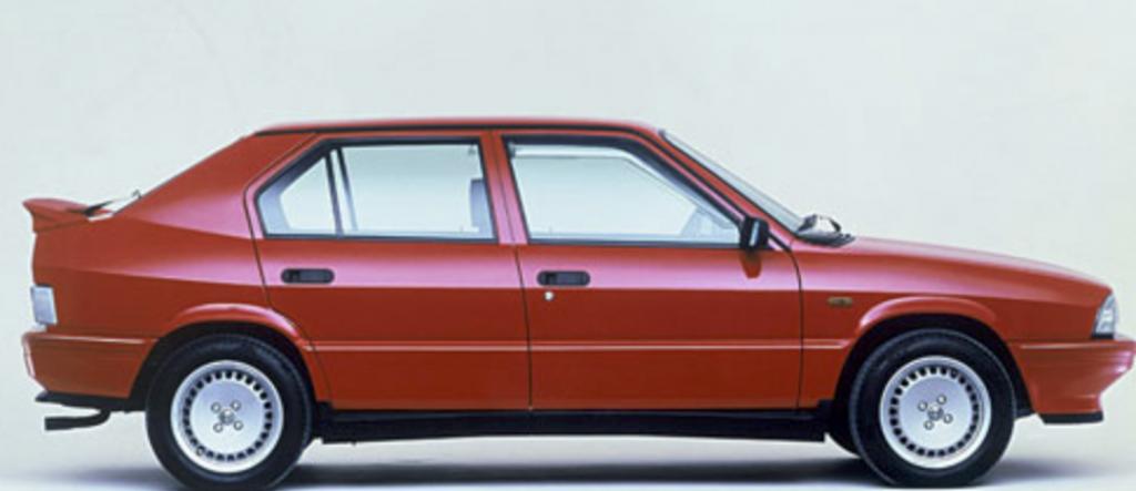 Carte grise Alfa Romeo 33, prix et démarche